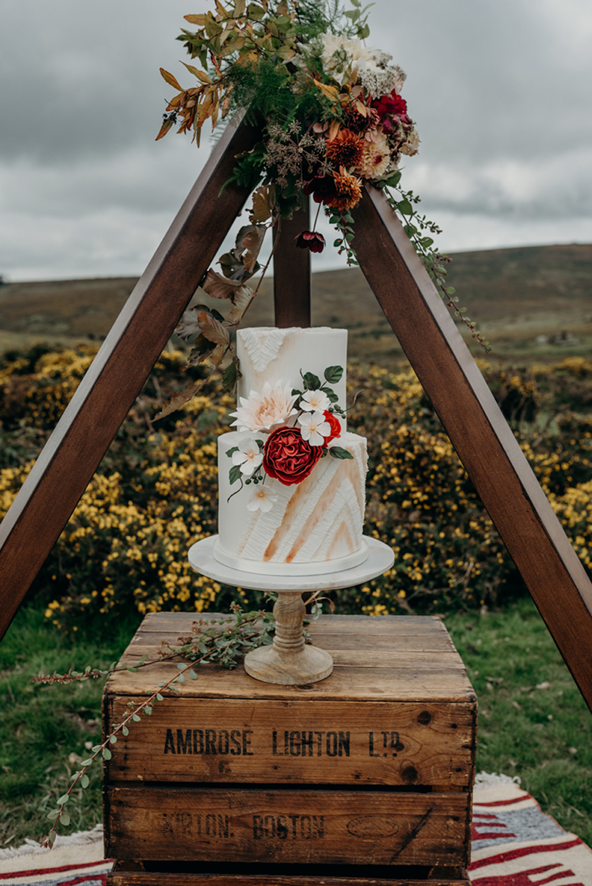 cake tipi how to style a cake table