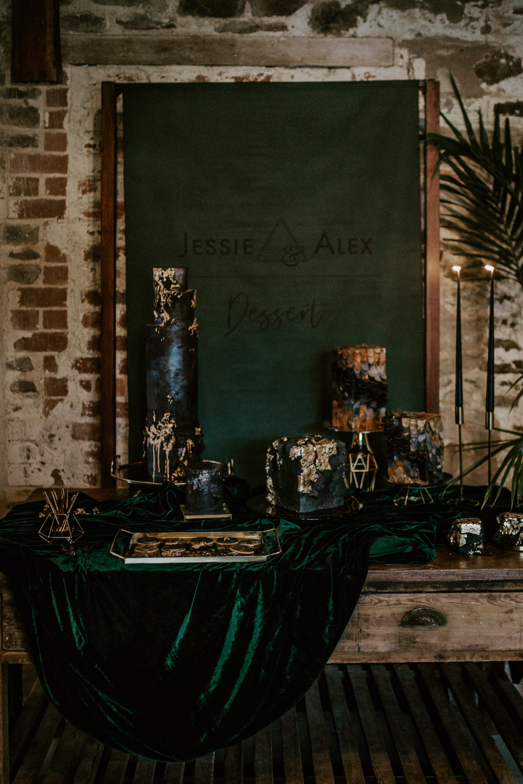 black and emerald green wedding cake table